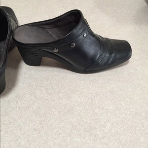 Aerosoles black faux leather mules